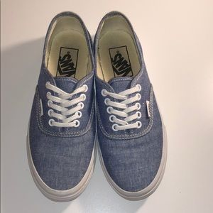 Shoes - 5.5 Authentic Style Vans